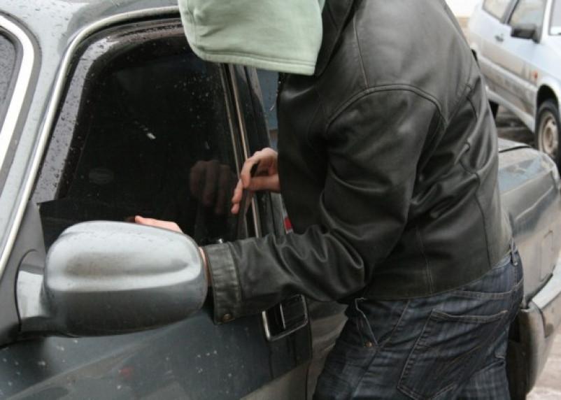 Смолянин решил дать взятку полицейскому за угнанную машину
