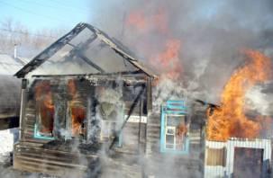 В горящем доме в Смоленской области погибла пенсионерка