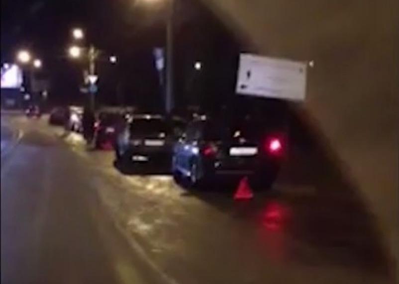 На проспекте Строителей в ДТП попали девять автомобилей