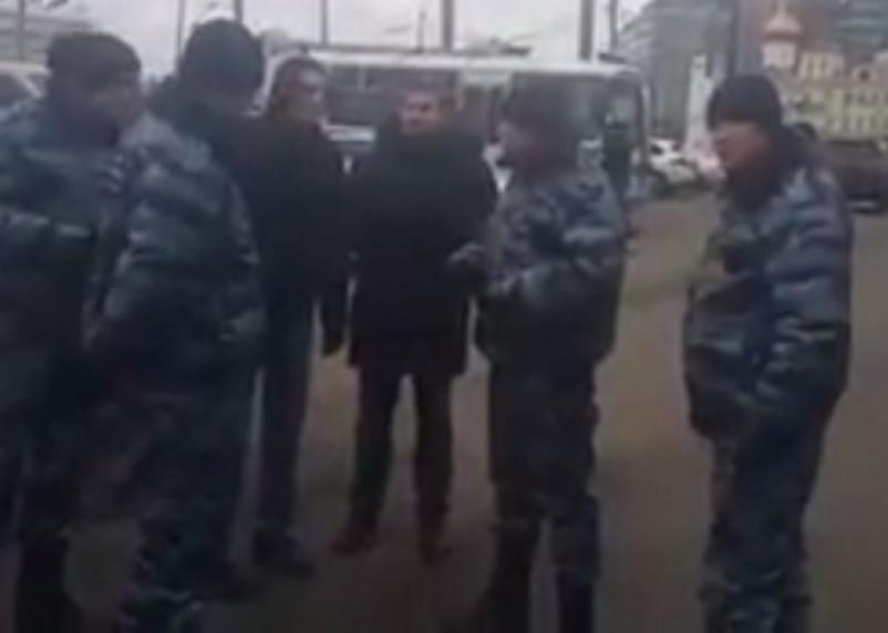 Люди в камуфляже заблокировали автобусные рейсы из Москвы в Смоленск