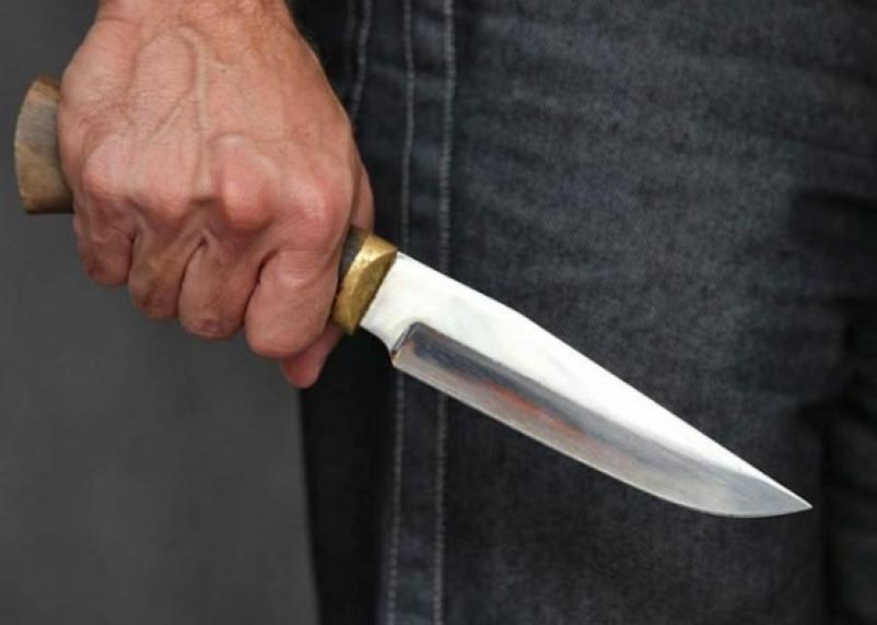 В Смоленске мужчину пырнули ножом в живот из-за конфликта в баре