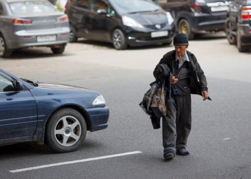 В Рославльском районе погиб пешеход, шедший прямо по автодороге