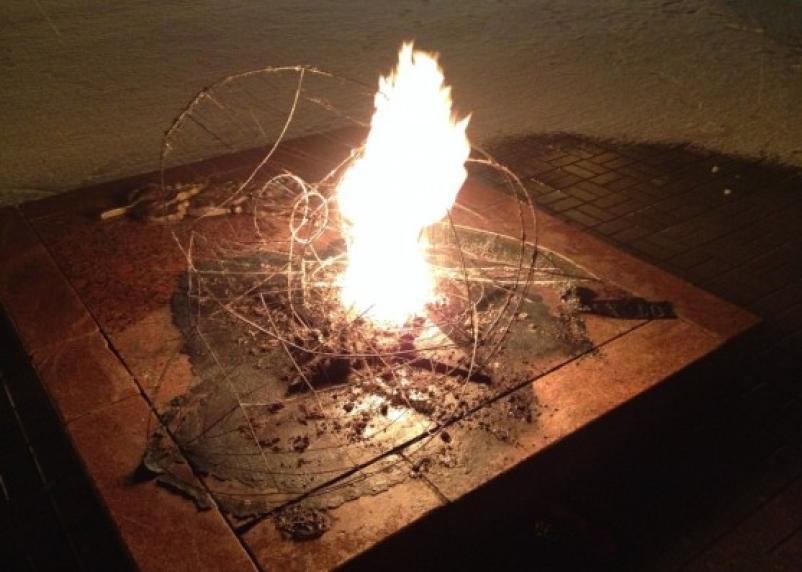 В Реадовском парке вандалы сожгли венки