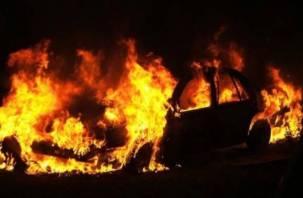 Ранним утром в Смоленске сгорел автомобиль