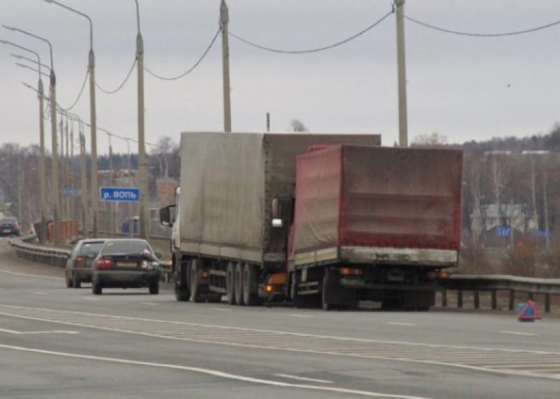 На трассе М1 в Ярцеве столкнулись несколько авто
