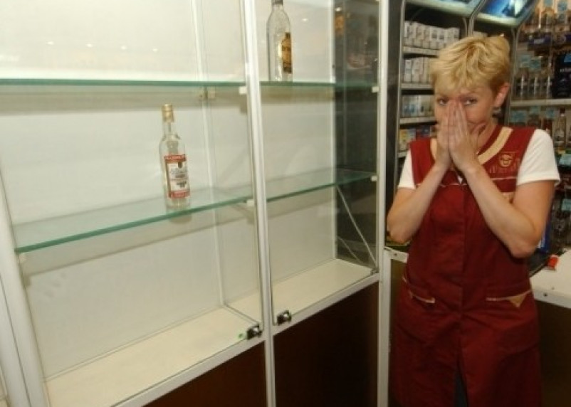 В Смоленской области вор похитил из магазина спиртное и парфюм