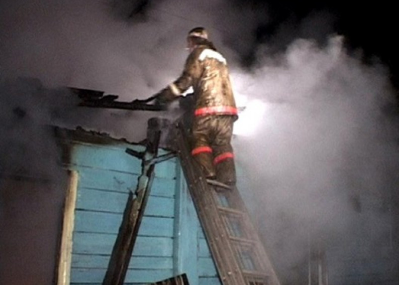 В Смоленском районе в горящем доме погиб мужчина