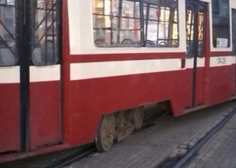 В Смоленске сбили пешехода, выходящего из трамвая