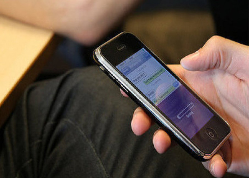 Мошенник из Смоленской области ответит за кражу мобильника