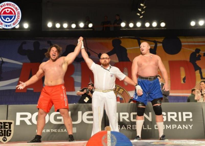 Американец отобрал у смоленского чемпиона палку и титул
