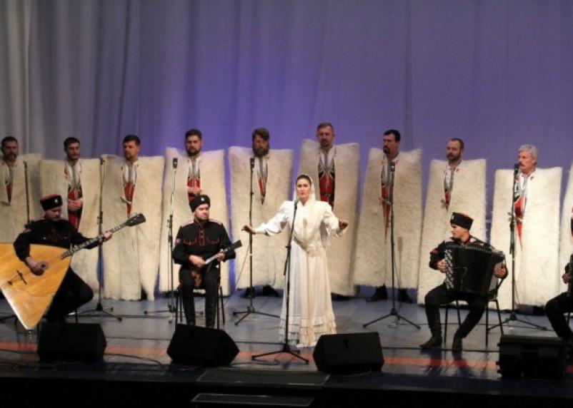 В Смоленске выступил казачий хор