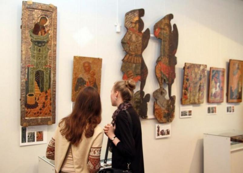 В Смоленске открылась выставка музейной реставрации