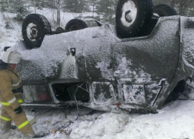 В Смоленской области УАЗ на скорости слетел в кювет