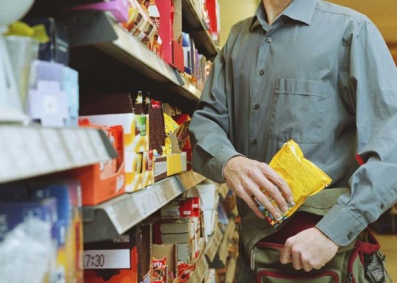 Смолянин хотел унести украденные продукты в рюкзаке