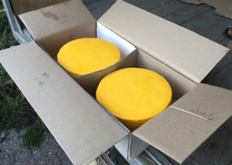 Через Смоленск пытались провезти сыр, замаскированный под газировку