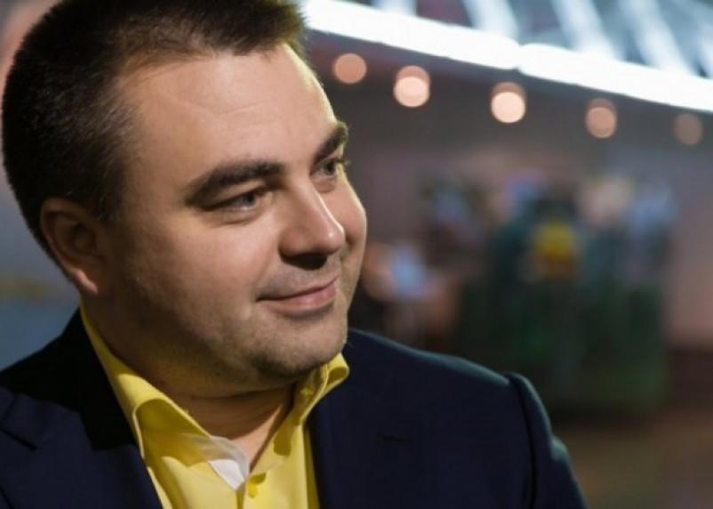 Алексей Казаков поздравил смолянок с 8 Марта
