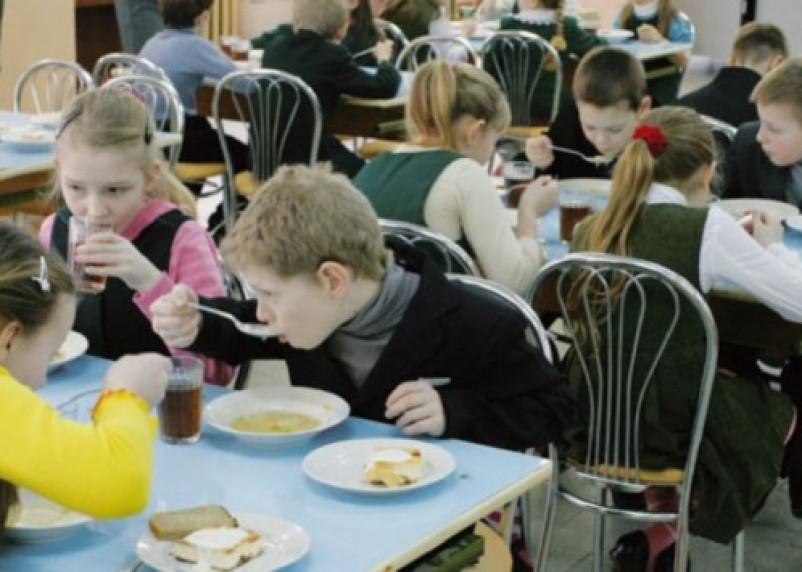 Смоленских школьников накормят по специальной программе