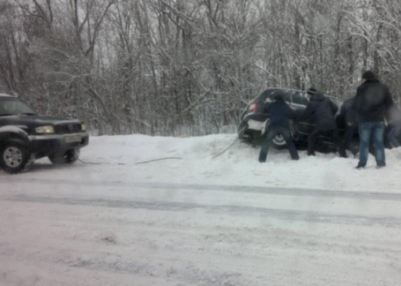 В Смоленской области авто опрокинулось в кювет