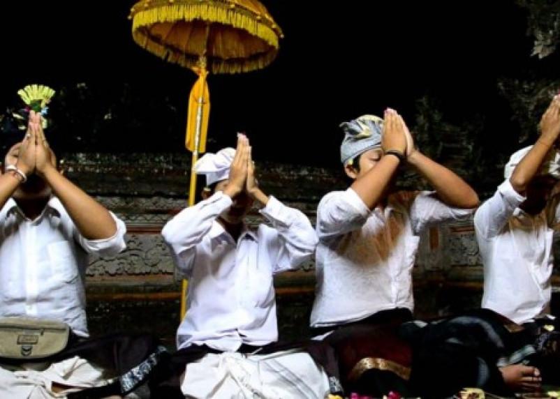 Смолян познакомят с религией острова Бали