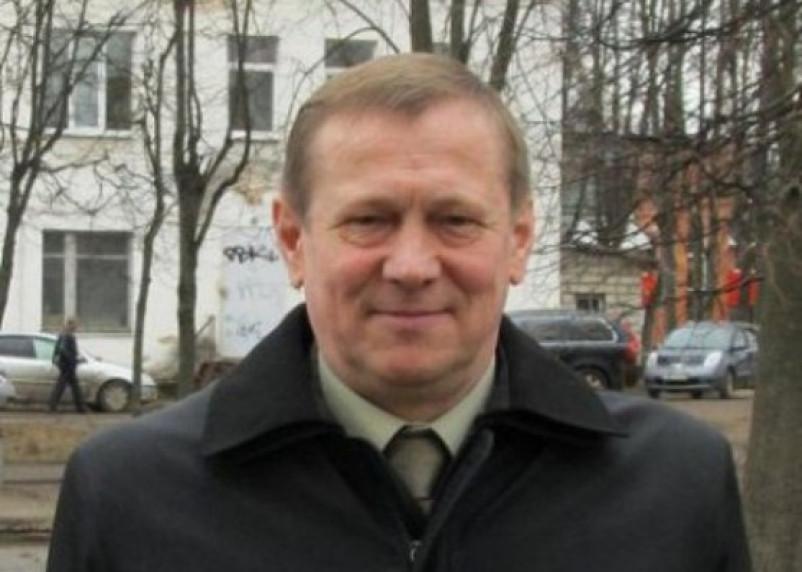У смоленского журналиста требуют 150 тысяч в пользу экс-главы Ярцевского района