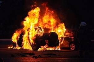 В Печерске горели сразу два автомобиля