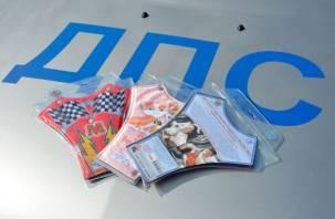 Инспекторы ГИБДД подарили водителям детские удерживающие устройства