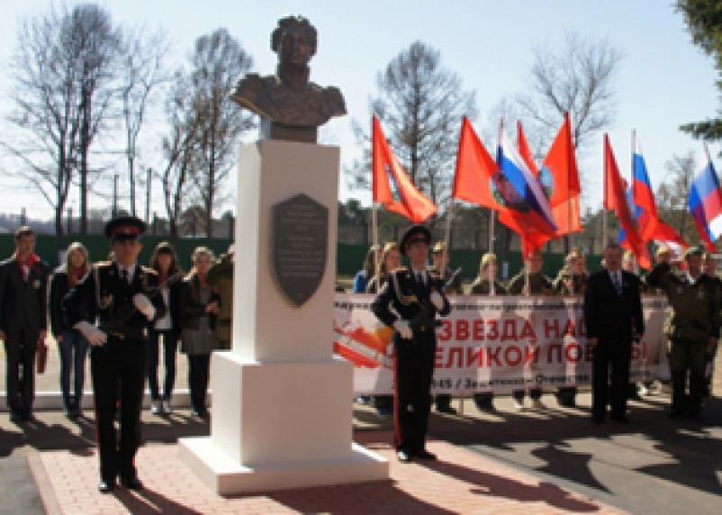 В Смоленске появился еще один бюст Михаила Кутузова