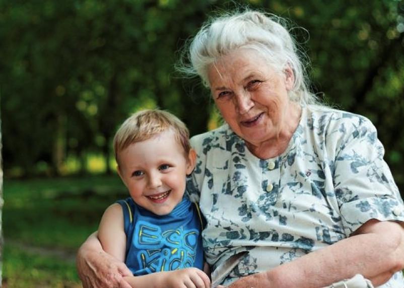 Смоленские судебные приставы нашли сбежавшую из Литвы бабушку с внуком