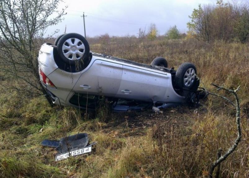 В Кардымовском районе опрокинулся автомобиль