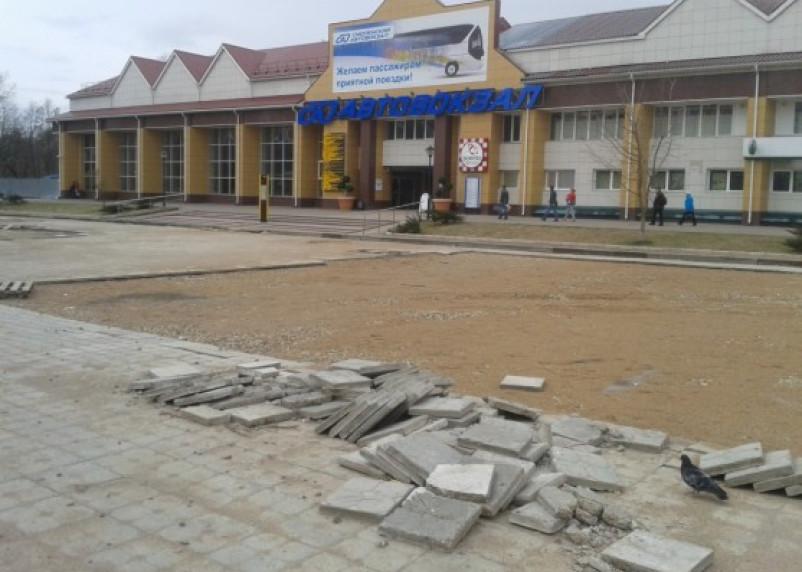 Смоленский автовокзал обрастает недостроями