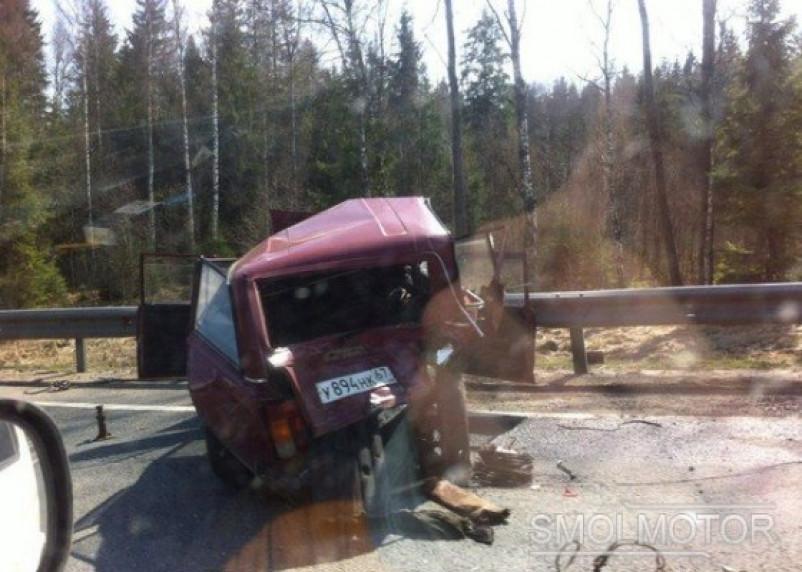В Сафоновском районе BMW сплющил «четверку», есть погибший
