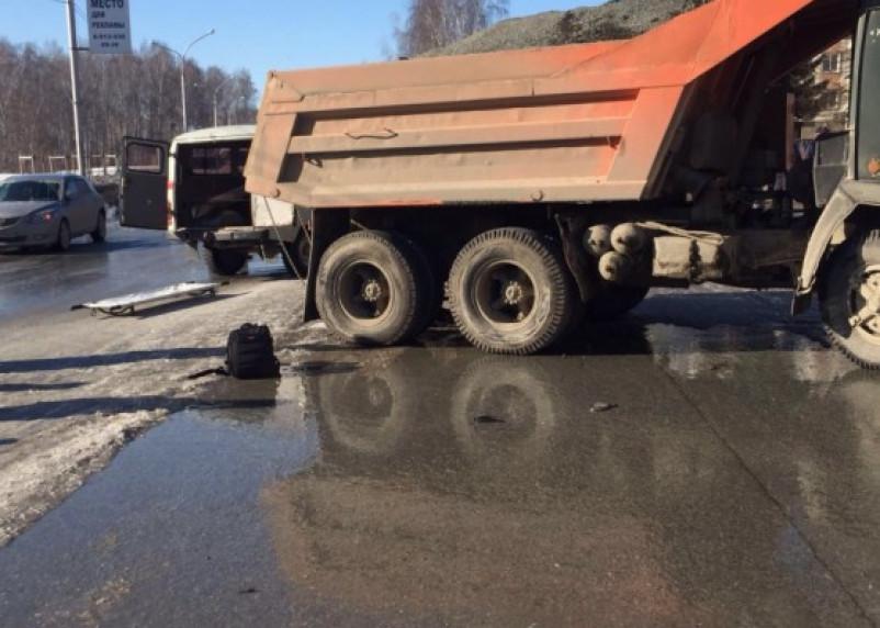 В Кардымовском районе под КамАЗом погиб пешеход