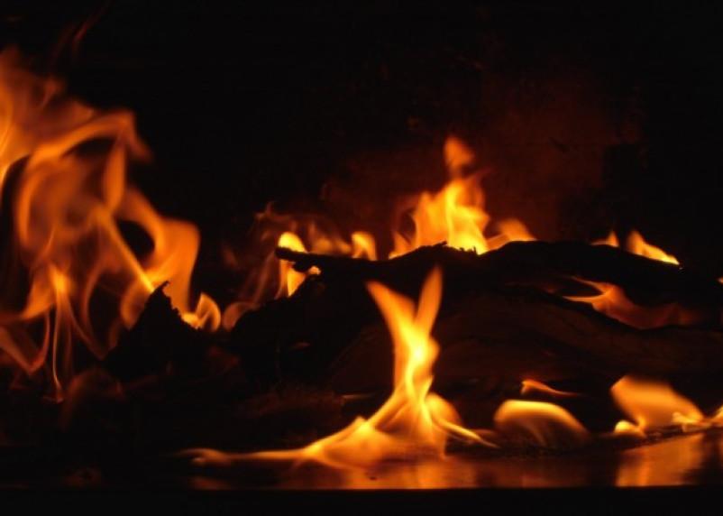 В Смоленске в горящей квартире пострадал человек