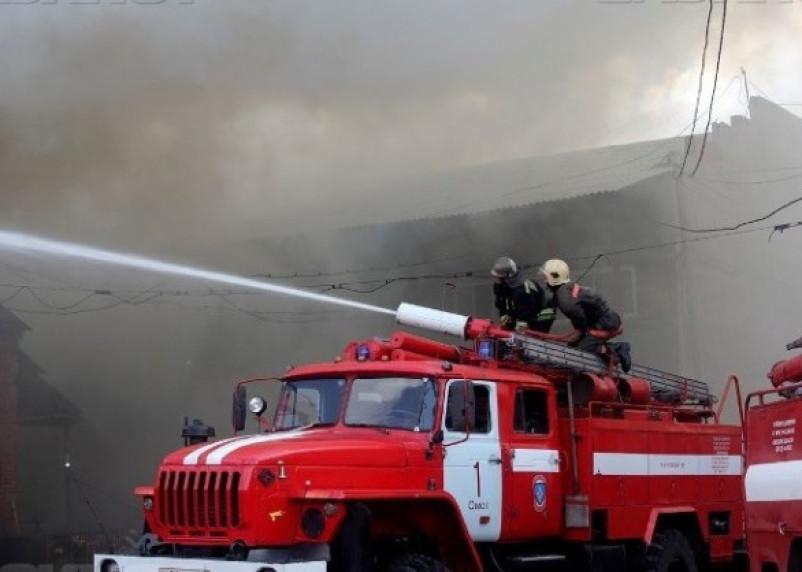 В Сафонове горел нефтеперегонный завод