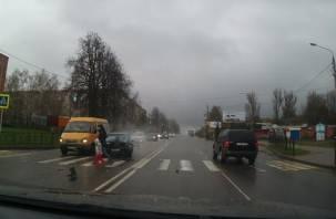 В Смоленске в тройном ДТП чуть не пострадали женщина и ребенок (видео)