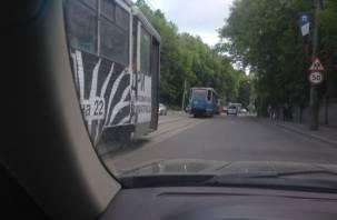 В Смоленске на Дзержинского парализовано движение трамваев