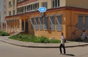 В Смоленске из окна выпрыгнула женщина