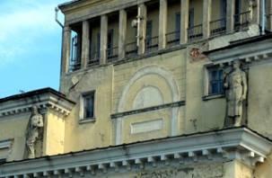 Огромные фигуры снова будут установлены на бывшей гостинице «Смоленск»