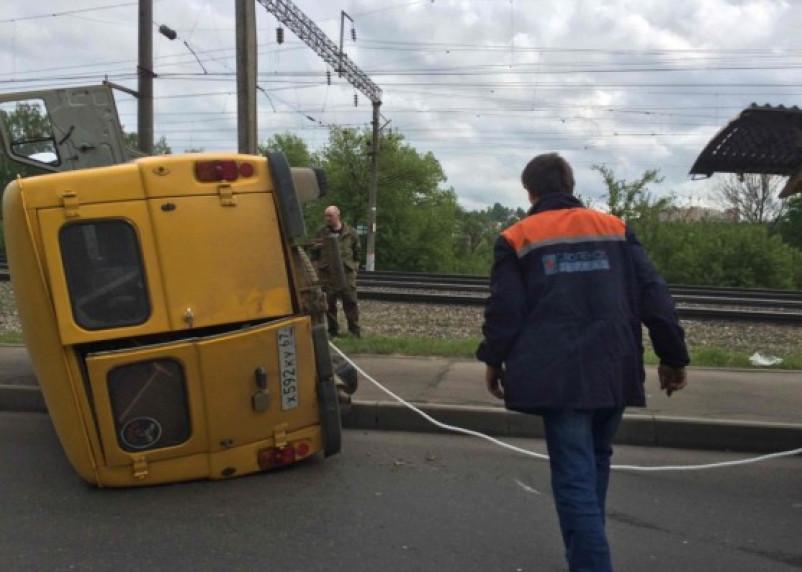 Опрокинувшийся УАЗ газовой службы создал затор