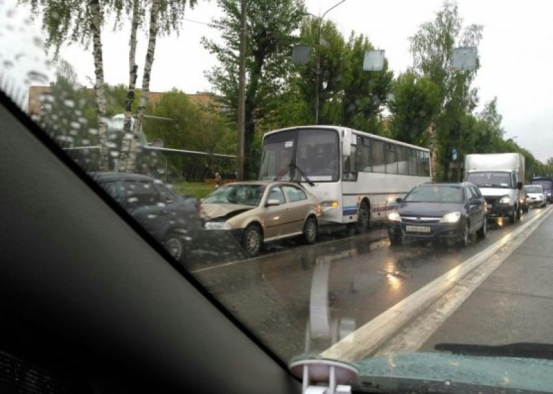 В Смоленске в ДТП столкнулись четыре автомобиля