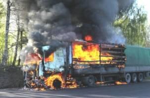 Фура из Смоленской области полностью сгорела на границе Башкирии