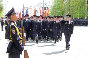 В Смоленске прошел строевой смотр гарнизона смоленской полиции. ФОТО