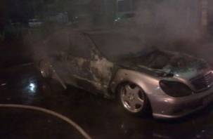 На улице Ленина в Смоленске всю ночь горели автомобили
