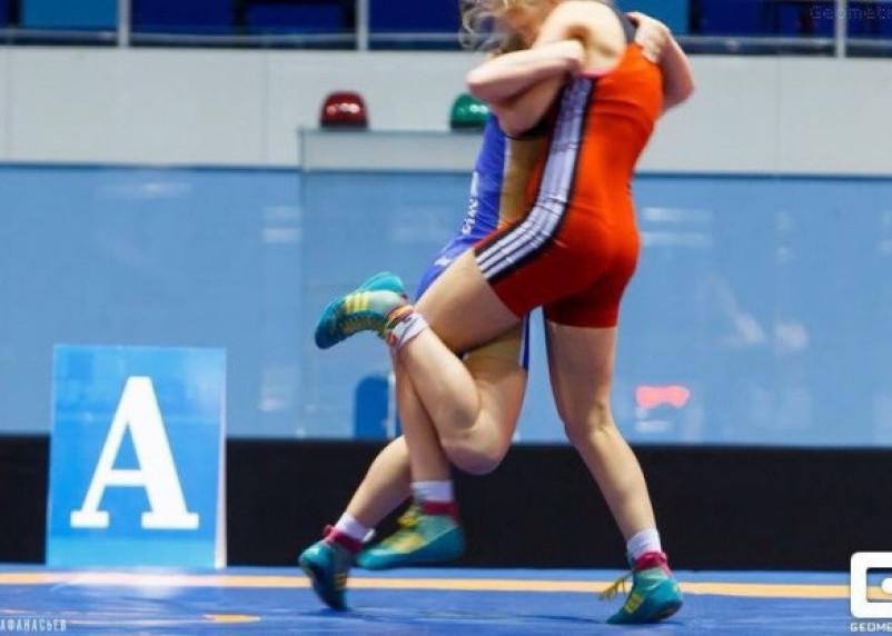 Смолянка взяла серебро на борцовском чемпионате России среди студентов