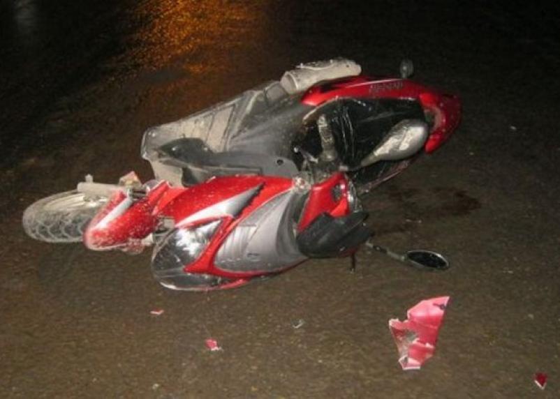 В Рославле из-за водителя ВАЗа юноша упал с мопеда