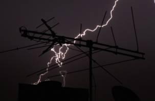 Молнии чуть не сожгли две трансформаторные подстанции в Смоленской области