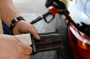 Смоленск вошел в тройку городов с самым дорогим бензином