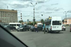 В Смоленске в ДТП с маршруткой есть пострадавший