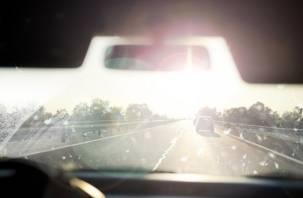 В Духовщине ослепленный солнцем водитель наехал на пешехода