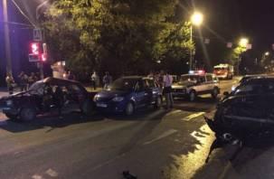 Три автомобиля столкнулись в центре Смоленска. Есть пострадавший